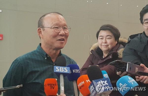 HLV Park Hang Seo nên dẫn dắt tuyển Việt Nam hay U22 Việt Nam? - Ảnh 1.