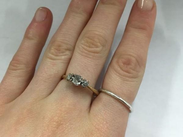 Chuyện hi hữu: Người đàn ông cầu hôn bạn gái bằng nhẫn cưới 200 triệu mượn từ người lạ - Ảnh 2.