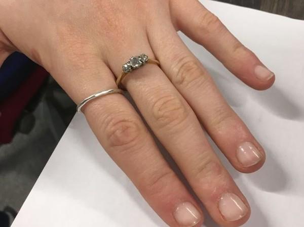 Chuyện hi hữu: Người đàn ông cầu hôn bạn gái bằng nhẫn cưới 200 triệu mượn từ người lạ - Ảnh 4.