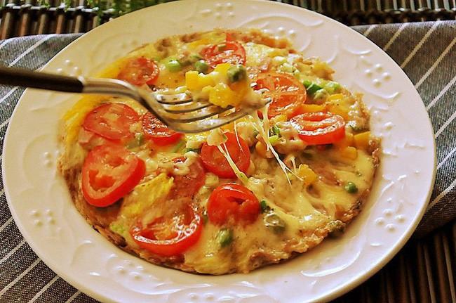 Chẳng cần lò nướng và dùng cơm nguội tôi vẫn làm được pizza cơm giòn ngon tuyệt đối - Ảnh 4.