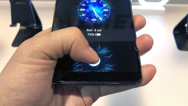 Cùng là cảm biến vân tay dưới màn hình nhưng của Samsung Galaxy S10 có gì khác biệt? - Ảnh 1.