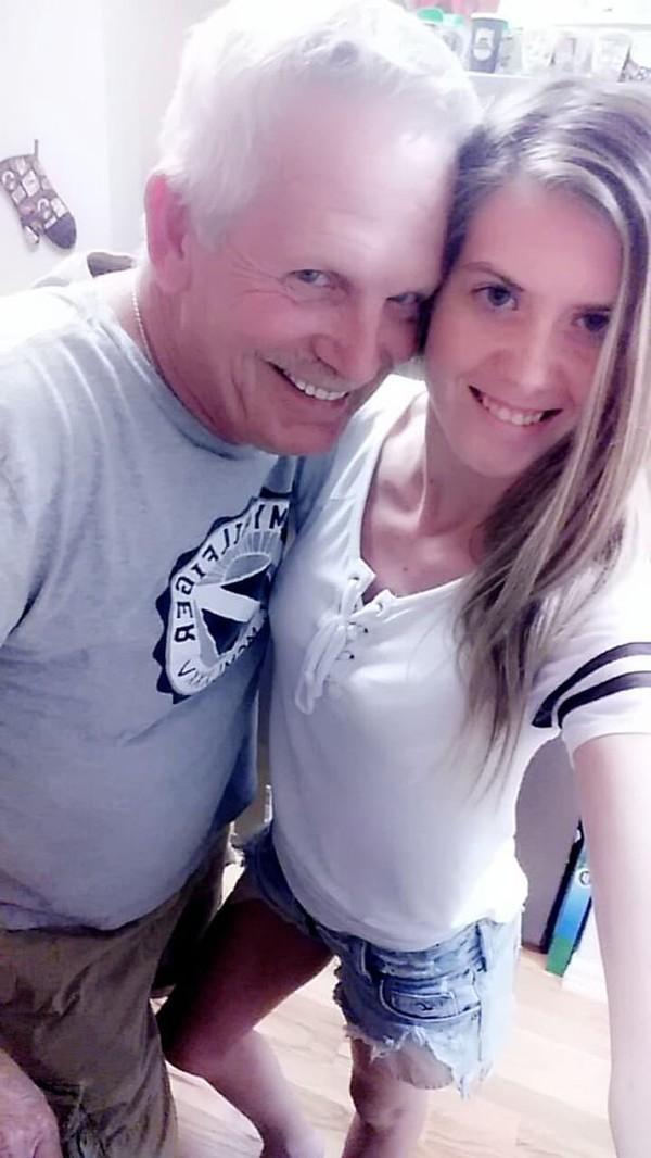 Cặp đôi 'ông cháu' chênh nhau 43 tuổi bất chấp mọi rào cản, sống hạnh phúc bên nhau - Ảnh 2.