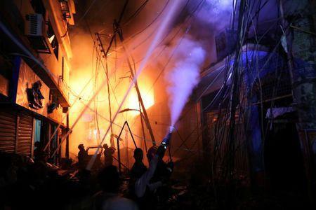 Không chạy được do kẹt xe, 45 người chết thảm trong đám cháy - Ảnh 2.