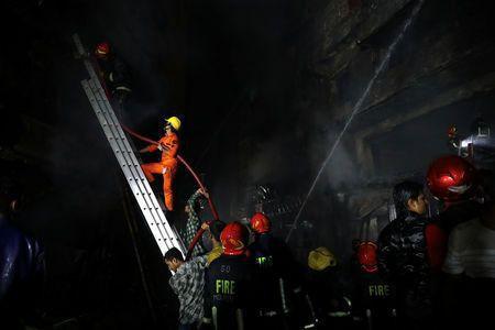Không chạy được do kẹt xe, 45 người chết thảm trong đám cháy - Ảnh 3.