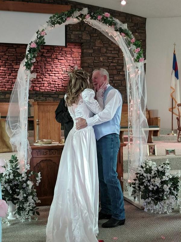 Cặp đôi 'ông cháu' chênh nhau 43 tuổi bất chấp mọi rào cản, sống hạnh phúc bên nhau - Ảnh 5.