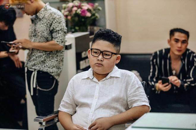 Người Hà Nội rủ nhau đi cắt miễn phí kiểu tóc giống Tổng thống Donald Trump và nhà lãnh đạo Kim Jong-un - Ảnh 9.