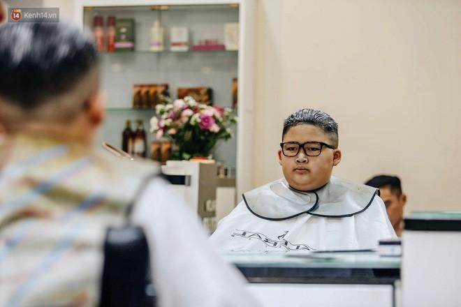 Người Hà Nội rủ nhau đi cắt miễn phí kiểu tóc giống Tổng thống Donald Trump và nhà lãnh đạo Kim Jong-un - Ảnh 10.