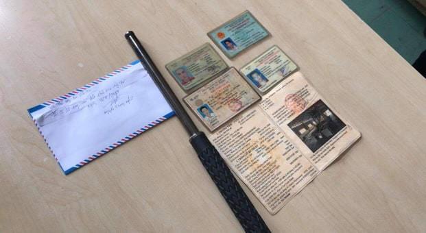 Phát hiện tài xế 'phê' ma túy, không bằng lái, tàng trữ vũ khí trên xe container ở Sài Gòn - Ảnh 1.