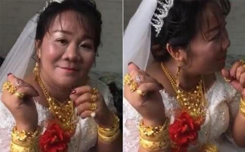 Cô dâu hạnh phúc đeo vàng trĩu cổ trong ngày cưới, nhìn sang chú rể còn bất ngờ hơn - Ảnh 1.