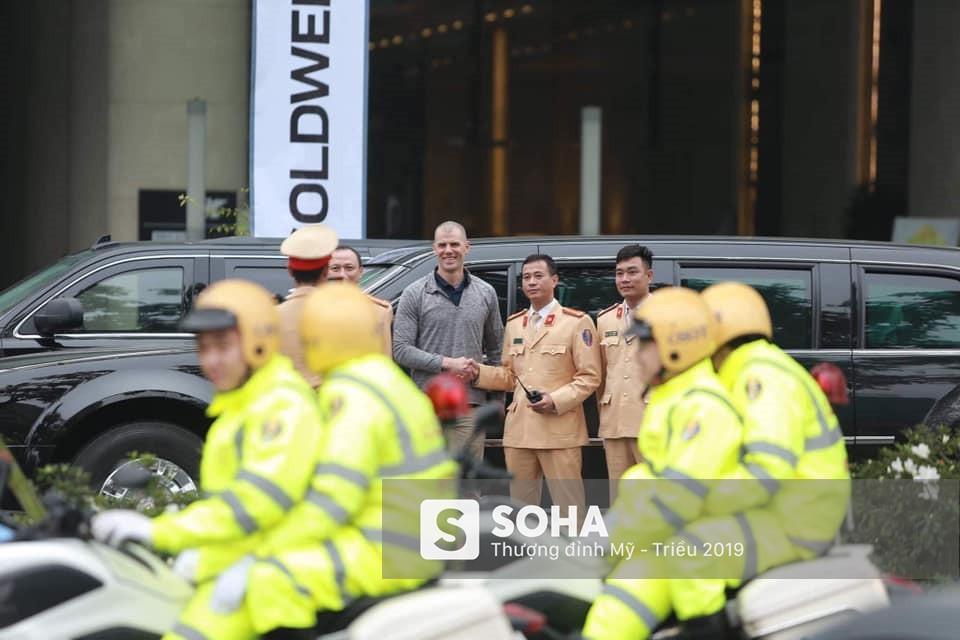 """Siêu xe """"Quái thú"""" của Tổng thống Trump đã tới Hà Nội"""