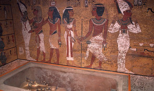 Lời nguyền trong lăng mộ Pharaoh Tutankhamun khiến 22 người chết bí ẩn? - Ảnh 1.
