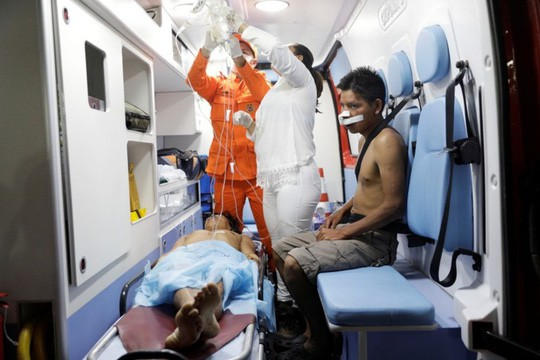 Venezuela: Đụng độ liên quan đến hàng viện trợ, ít nhất 17 người thương vong  - Ảnh 1.