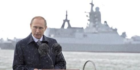 Quân đội Nga chết đứng vì cấm vận, TT Putin đang phô trương thanh thế? - Ảnh 1.