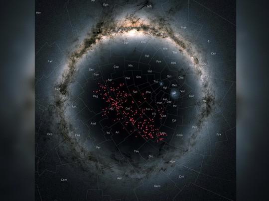 Dòng sông sao bí ẩn chảy gần Trái đất - Ảnh 1.