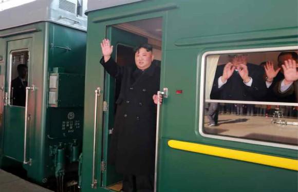 Đoàn tàu siêu kiên cố của ông Kim vừa đến Việt Nam: Đạn xuyên giáp bắn không thủng, thách thức cả bom, mìn - Ảnh 2.