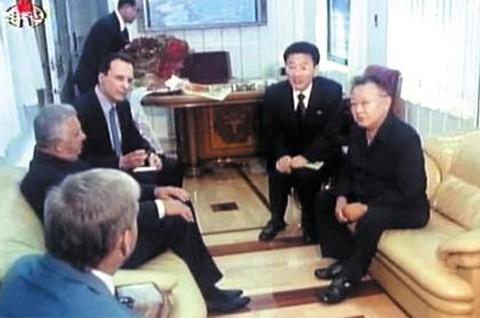 Đoàn tàu siêu kiên cố của ông Kim vừa đến Việt Nam: Đạn xuyên giáp bắn không thủng, thách thức cả bom, mìn - Ảnh 5.