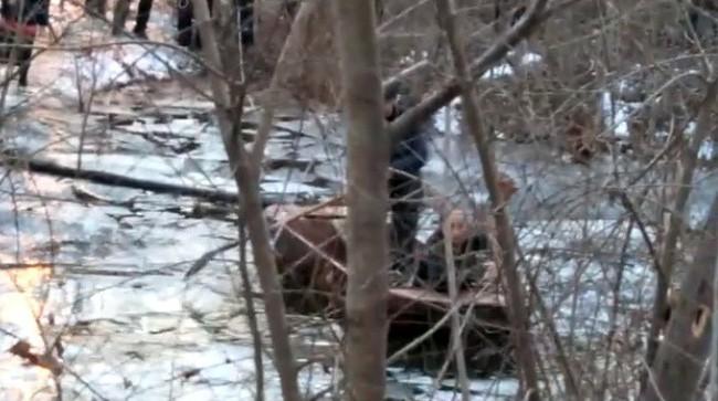 Cha mẹ chết lặng người khi 5 đứa trẻ cùng nhau ra hồ băng chơi nhưng chỉ duy nhất một bé sống sót trở về - Ảnh 3.