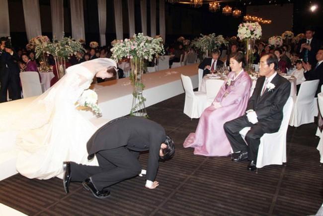 """Bất ngờ cuộc hôn nhân lệch chuẩn"""" giữa quý tử độc nhất của phó Chủ tịch Samsung và sao nữ hạng B kém sắc - Ảnh 3."""