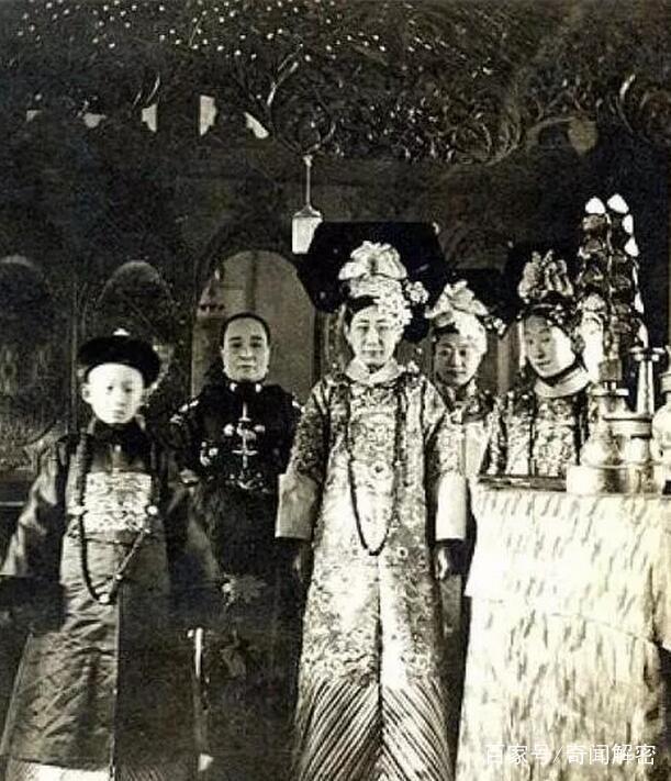 Ảnh hiếm chưa từng được hé lộ trong hôn lễ Hoàng đế Phổ Nghi - vị vua cuối cùng của nhà Thanh - Ảnh 8.