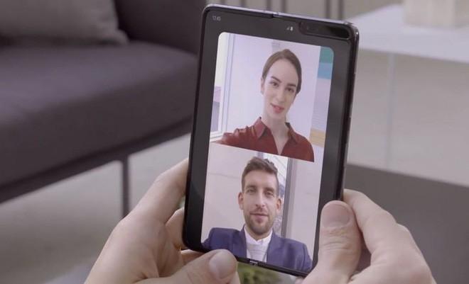 Samsung tung clip trên tay thực tế Galaxy Fold: Nhỏ gọn như một cuốn sổ tay - Ảnh 12.