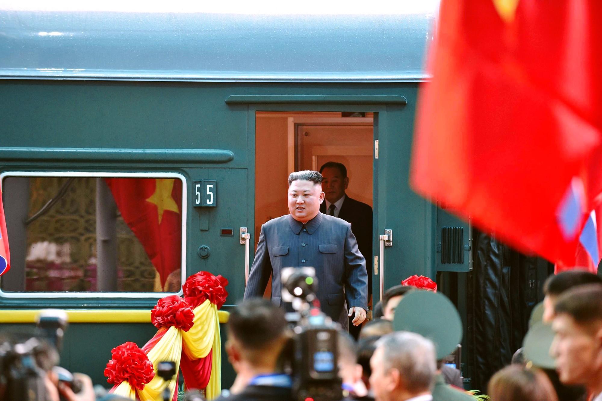 [PHOTO ESSAY] Những khoảnh khắc lịch sử trong chuyến công du Việt Nam đầu tiên của Chủ tịch Kim Jong-un - Ảnh 3.