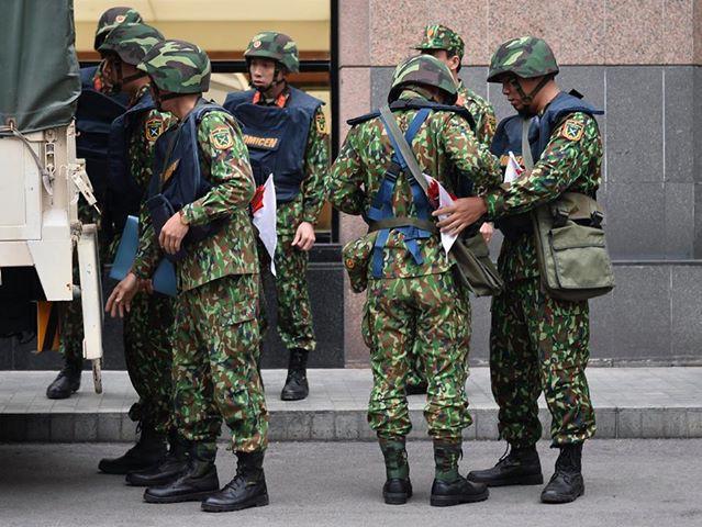 Xe bọc thép trấn giữ trên đường về khách sạn của Chủ tịch Kim Jong-un - Ảnh 5.