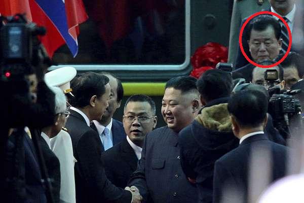 Lộ diện bộ đôi mới toanh vô cùng quan trọng trong phái đoàn của ông Kim Jong Un đến Việt Nam - Ảnh 2.