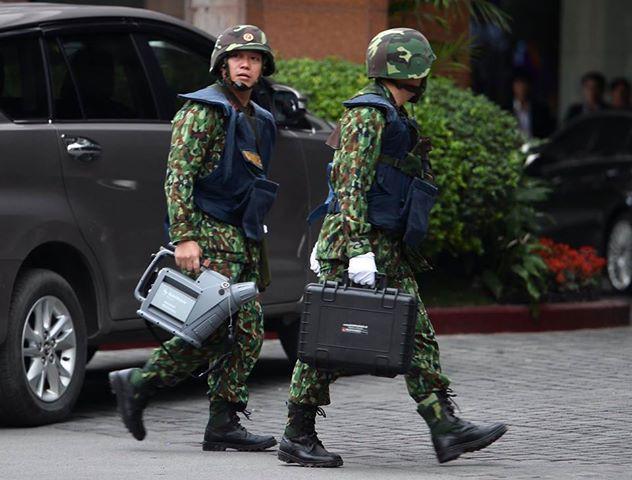 Xe bọc thép trấn giữ trên đường về khách sạn của Chủ tịch Kim Jong-un - Ảnh 9.