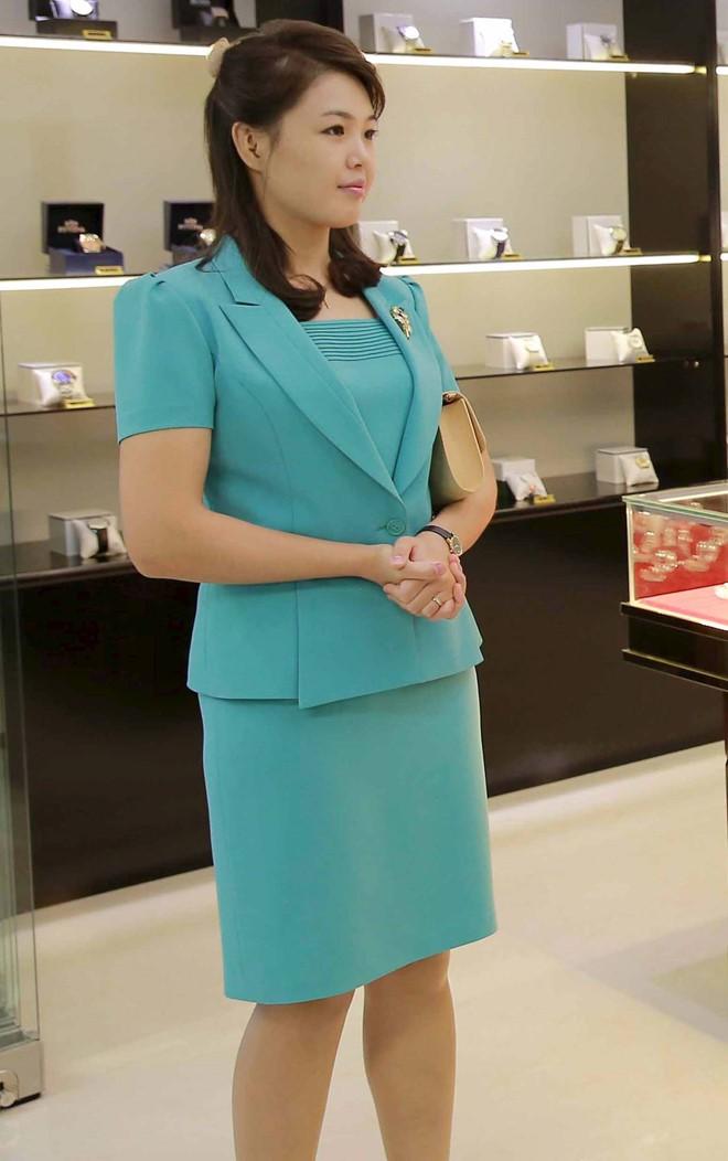 Vợ Chủ tịch Kim Jong Un - đệ nhất phu nhân của Triều Tiên xinh đẹp và bí ẩn thế nào? - Ảnh 5.