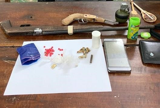 Dựng lán, trang bị súng, lựu đạn để bán lẻ ma tuý - Ảnh 1.