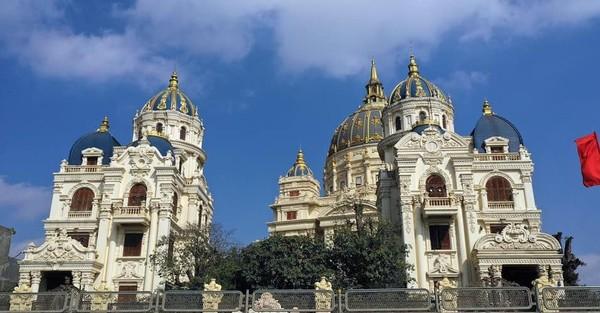 Báo Tây choáng ngợp trước lâu đài khổng lồ của đại gia Ninh Bình - Ảnh 4.