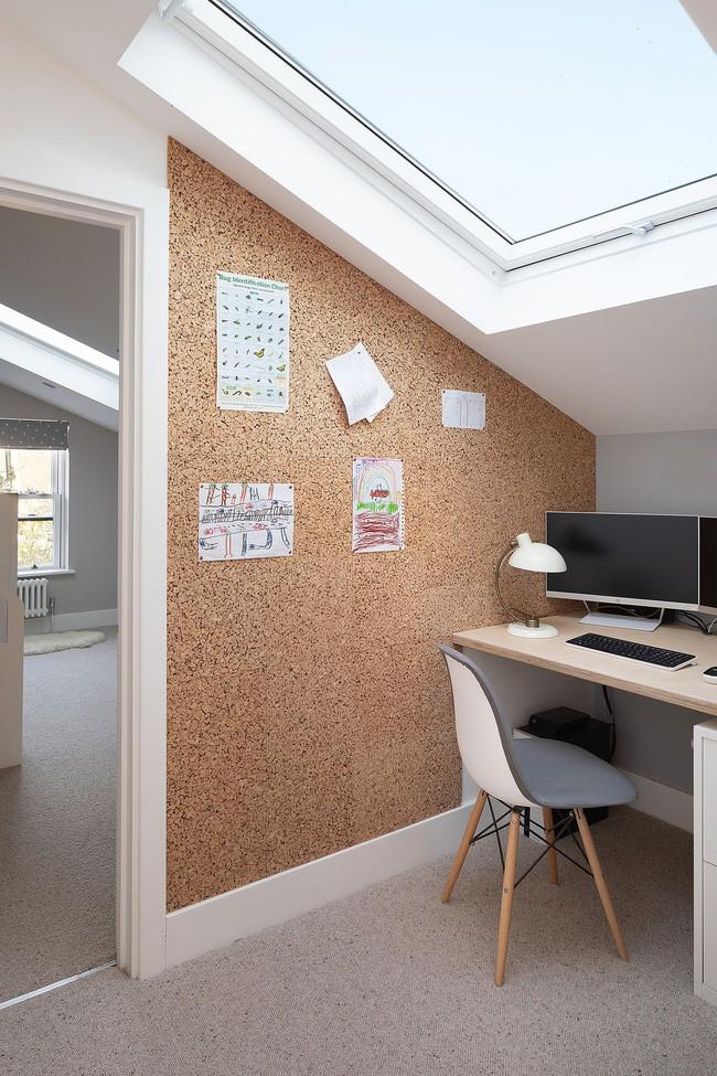Chỉ với 3 vật liệu đơn giản, kiến trúc sư đã giúp ngôi nhà chật chội này có lối thoát tài tình - Ảnh 9.