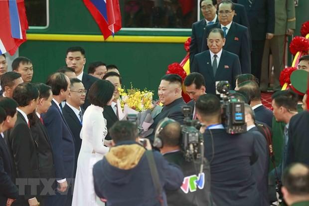 Hàng loạt ấn tượng đặc biệt về nữ sinh tặng hoa Chủ tịch Triều Tiên Kim Jong-un - Ảnh 1.
