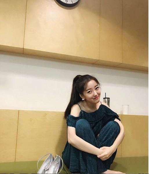 Nữ MC Hàn xinh đẹp tác nghiệp trên nóc khách sạn Daewoo gây sốt Việt Nam nổi tiếng ra sao? - Ảnh 14.