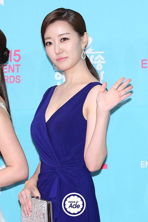 Nữ MC Hàn xinh đẹp tác nghiệp trên nóc khách sạn Daewoo gây sốt Việt Nam nổi tiếng ra sao? - Ảnh 10.