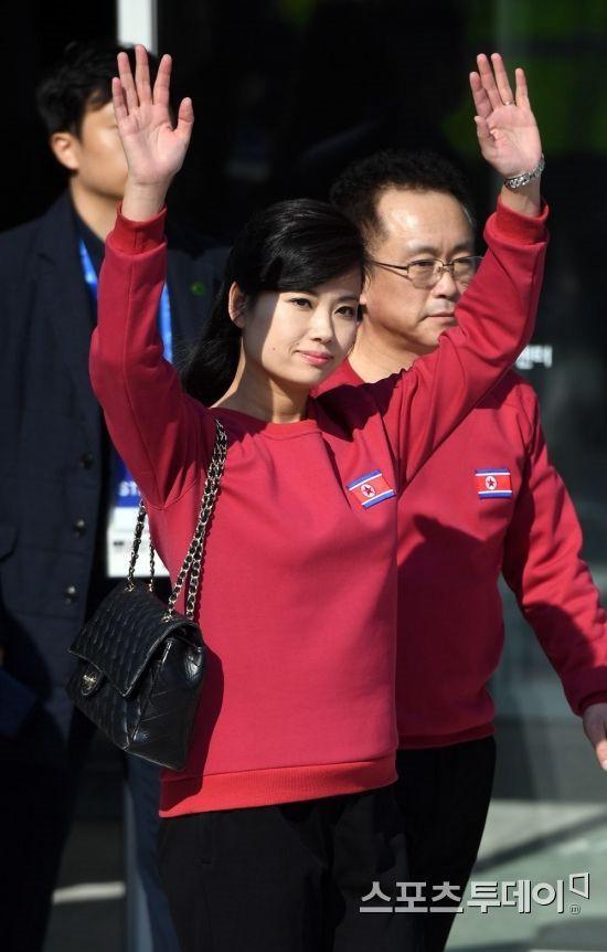 Nữ ca sĩ nổi tiếng Triều Tiên tháp tùng Chủ tịch Kim Jong Un tới Việt Nam quyền lực cỡ nào? - Ảnh 8.