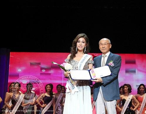 Nữ phóng viên Hàn gây sốt mạng xã hội: Vừa xinh đẹp vừa tài năng, từng thi Hoa hậu - Ảnh 11.