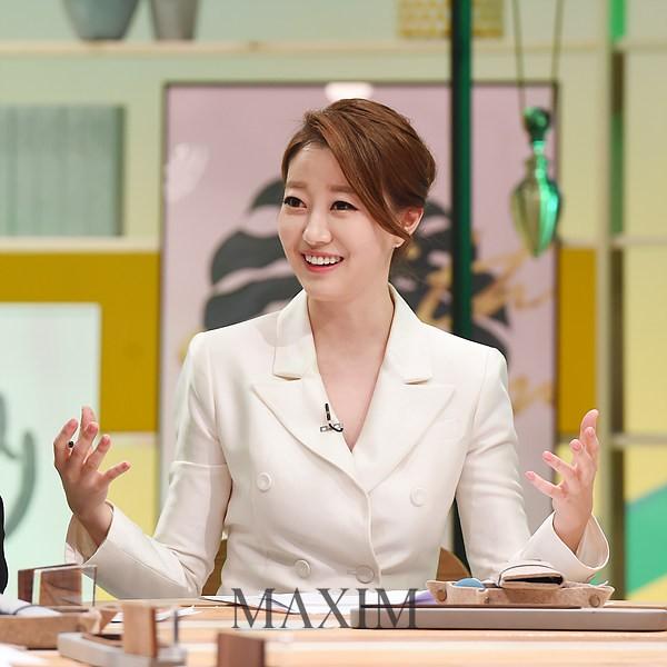 Nữ MC Hàn xinh đẹp tác nghiệp trên nóc khách sạn Daewoo gây sốt Việt Nam nổi tiếng ra sao? - Ảnh 7.