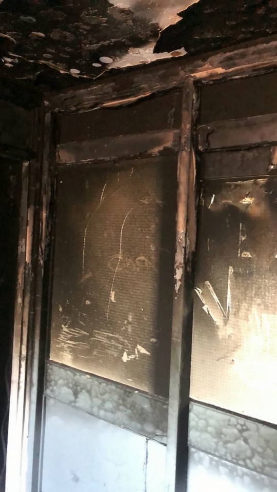 Ngôi nhà cháy rụi thành than chỉ trong chớp mắt vì sự nghịch ngợm của trẻ và lời cảnh báo cho các bậc cha mẹ - Ảnh 2.