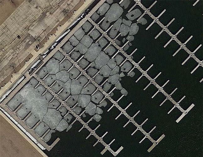 Bất ngờ với những bức ảnh thú vị tìm được trên Google Earth - Ảnh 2.