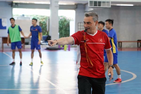 ĐT Việt Nam cầm hòa đội bóng Tây Ban Nha sau trận cầu nghẹt thở - Ảnh 1.