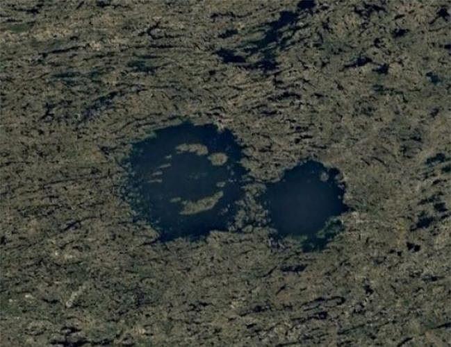 Bất ngờ với những bức ảnh thú vị tìm được trên Google Earth - Ảnh 12.