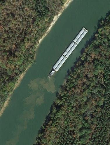 Bất ngờ với những bức ảnh thú vị tìm được trên Google Earth - Ảnh 13.