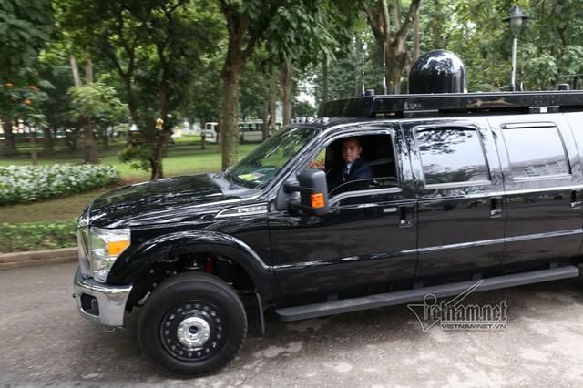 Quả cầu đen bí ẩn trên nóc xe hộ tống Tổng thống Trump - Ảnh 3.