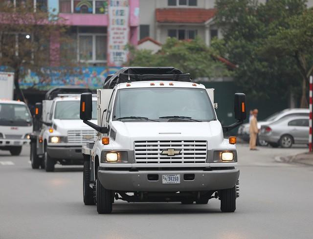 Quả cầu đen bí ẩn trên nóc xe hộ tống Tổng thống Trump - Ảnh 9.