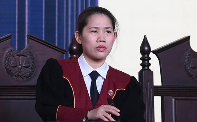 Nữ chủ tọa phiên tòa đánh bạc nghìn tỷ ở Phú Thọ và suất cơm hộp 25.000 đồng giữa sân tòa - Ảnh 1.