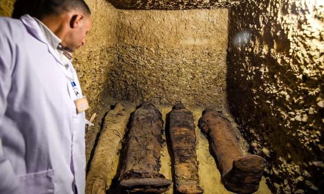 Ai Cập phát hiện khu mộ cổ lớn từ thời vương triều Ptolemy - Ảnh 1.