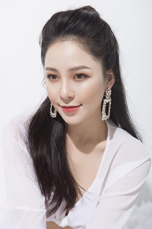 Táo Quân 2019: Loạt ảnh hot girl đình đám Trâm Anh bị dìm nhan sắc - Ảnh 3.