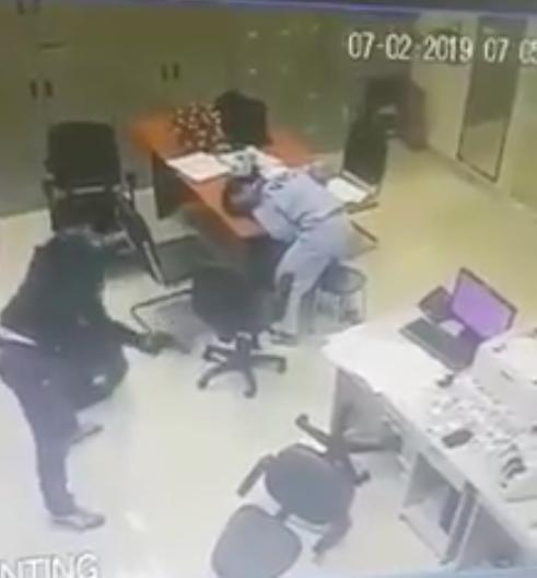 Vụ cướp trạm thu phí mùng 3 Tết: Tên cướp rất táo bạo, kê dao và súng vào cổ nhân viên - Ảnh 1.