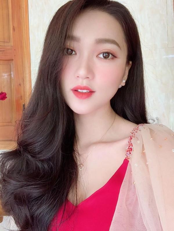 Nhật Lê, Quỳnh Anh và hội chân dài của ĐT Việt Nam hóa thiên thần với áo dài, bà ba đón Tết - Ảnh 7.